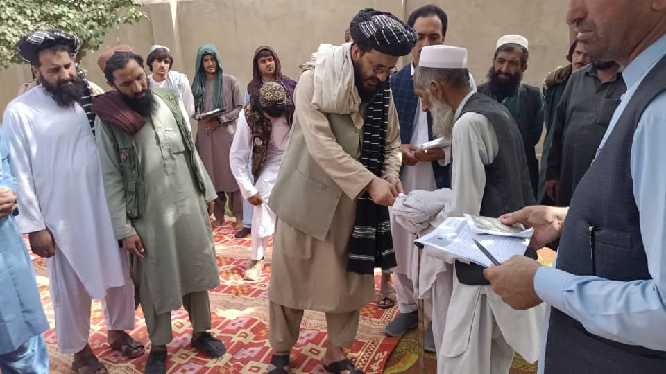 IRC distributes cash assistance among displaced families