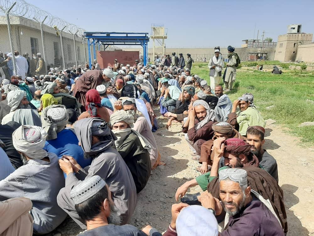 طالبان د هلمند مرکزي محبس کې د روږدو کسانو درمنله کوي