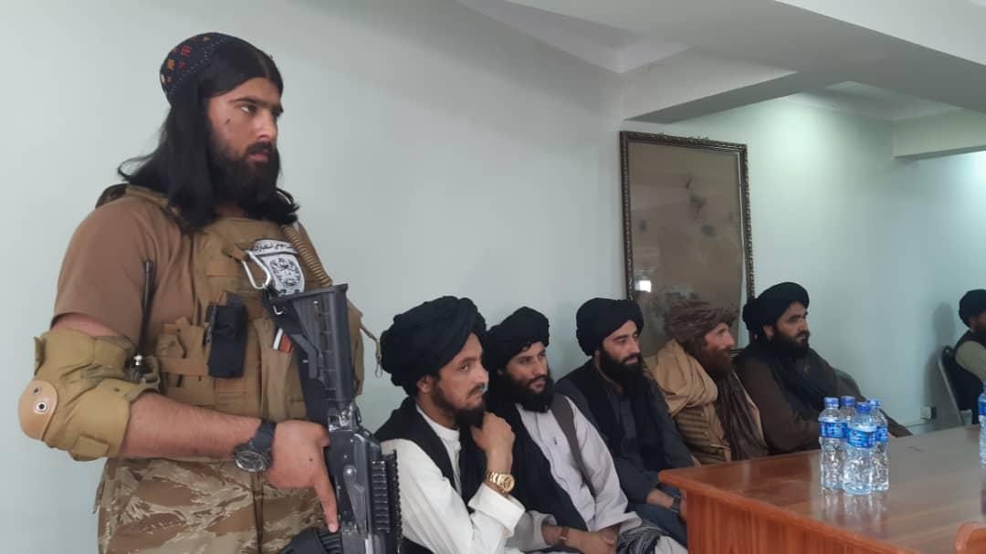 ننکرهار کې د داعش پنځوس غړي تسليم شول